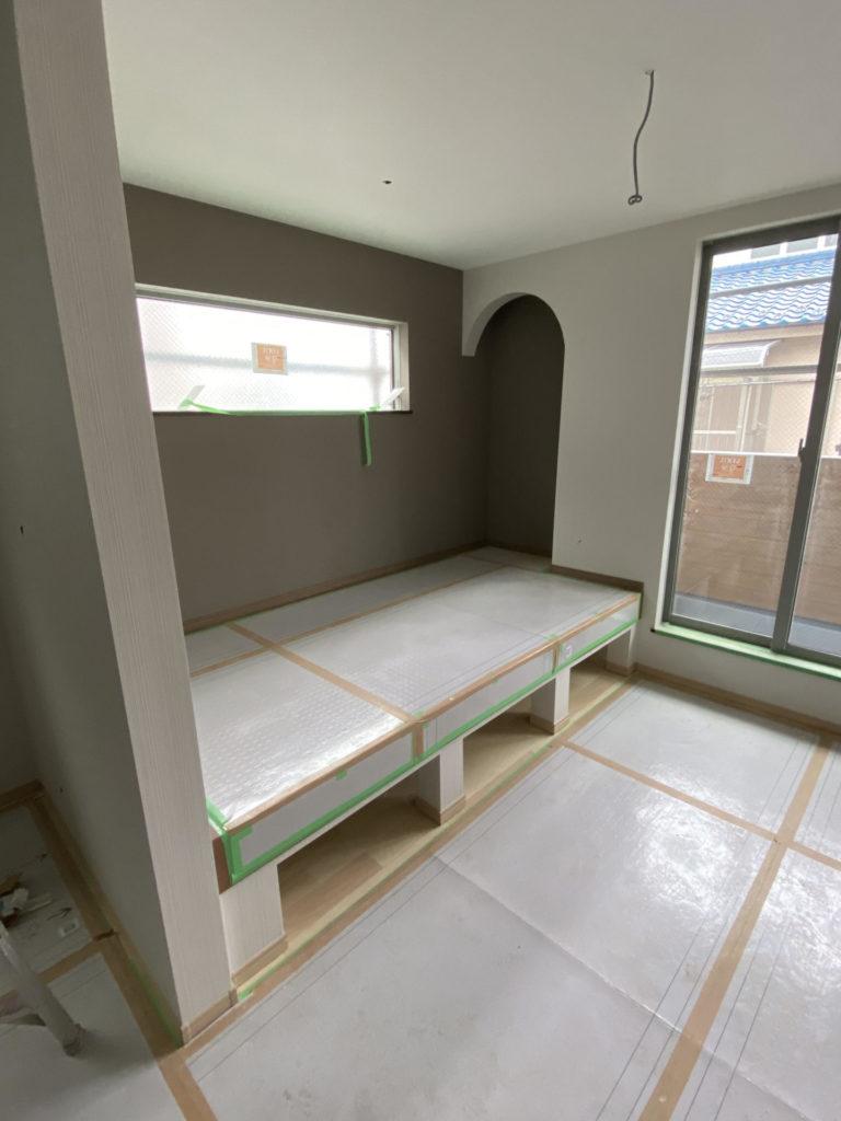 DIY壁紙貼替え初心者:窓巻き込みの貼替え